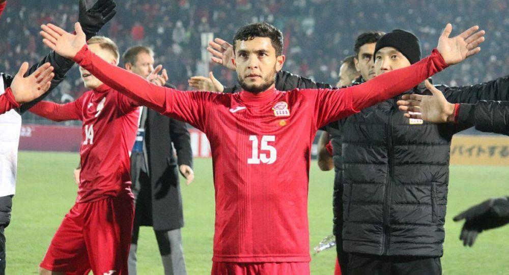 Футболист сборной Кыргызстана и бангладешского клуба Бангладеш полис Муролимжон Ахмедов. Архивное фото