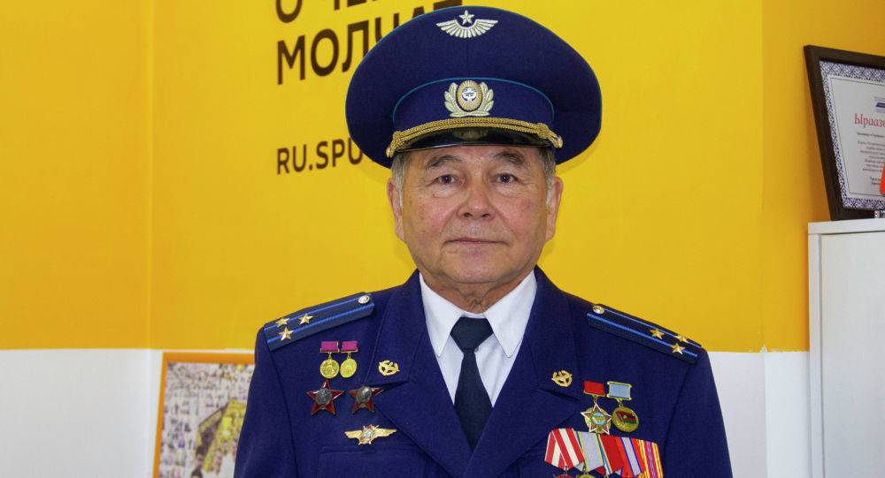 Полковник в отставке, военный летчик Болот Мамбеталиев. Архивное фото