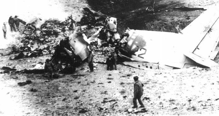 """Моджахеддер """"Стингер"""" менен атып түшкөн  советтик аскердик учак. Түндүк Афганистан. 1986-жыл."""