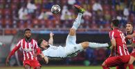 Нападающий Челси Оливье Жиру забил гол на 68-й минуте 1/8 финала Лиги чемпионов УЕФА