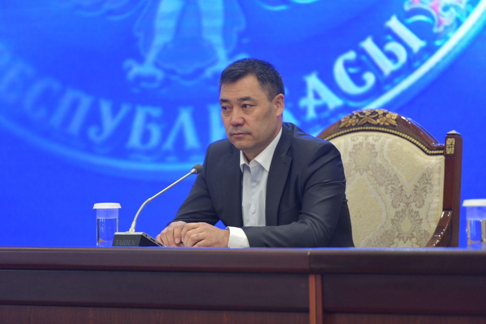Премьер-министр Кыргызстана Садыр Жапаров на внеочередном заседании Жогорку Кенеша в госрезиденции Ала-Арча