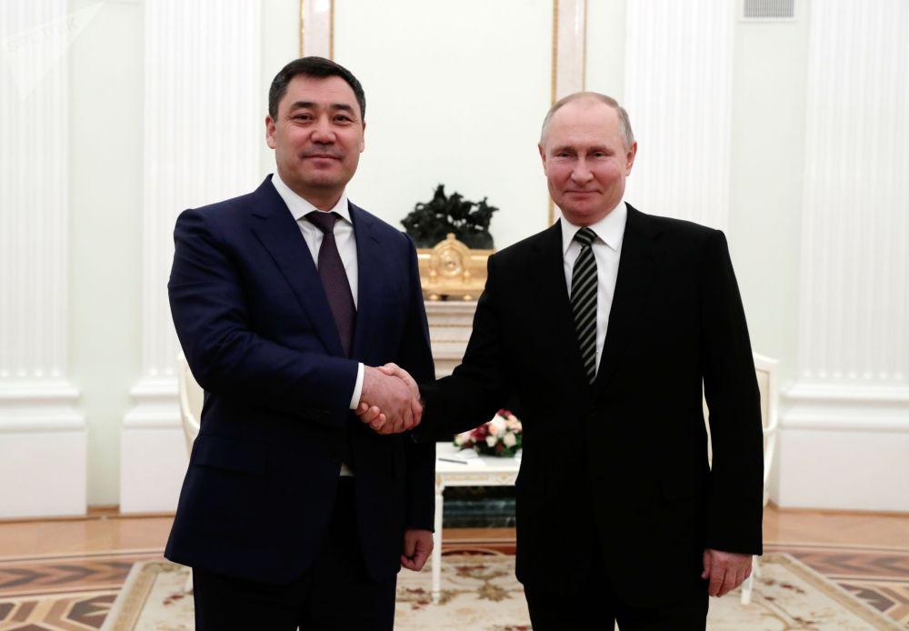 Президент РФ Владимир Путин и президент Кыргызской Республики Садыр Жапаров во время встречи в Кремле. Это был первый зарубежный визит президента Кыргызстана.