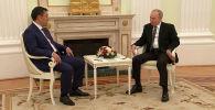 Президент России отметил, что рад видеть Жапарова, высказав удовлетворение тем, что несмотря на сложности и ограничения, связанные с COVID-19, им удается лично встретиться и пообщаться.