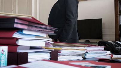 Женщина в офисе. Архивное фото