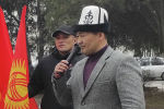 Шайлообек Атазов на митинге сторонников Райыма Матраимова у здания ГКНБ в Бишкеке