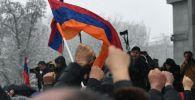 Участники акции протеста оппозиции на площади Свободы в Ереване