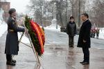 Президент Садыр Жапаров Москвада Белгисиз жоокердин мүрзөсүнө гүлчамбар койду