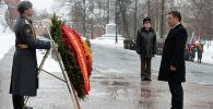 Президент Садыр Жапаров в Москве возложил венок к Могиле Неизвестного солдата