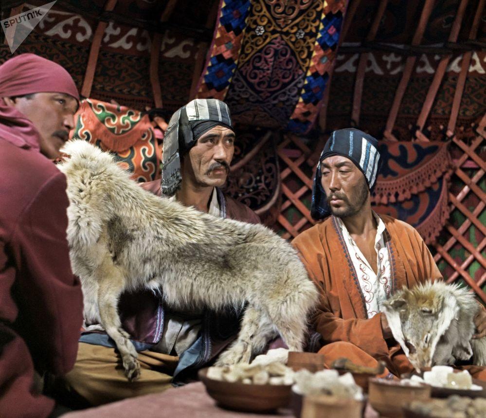 Кинофильмди тартууга кыргыз, хакас, тажик, өзбек жана казак актёрлору да катышкан