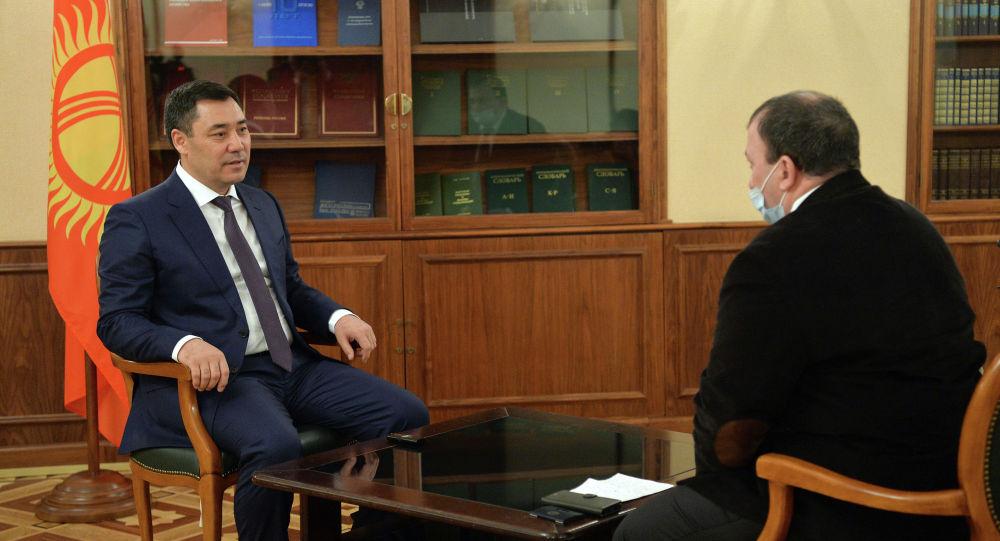 Кыргызстандын президенти Садыр Жапаров Российская газета гезитине маек учурунда