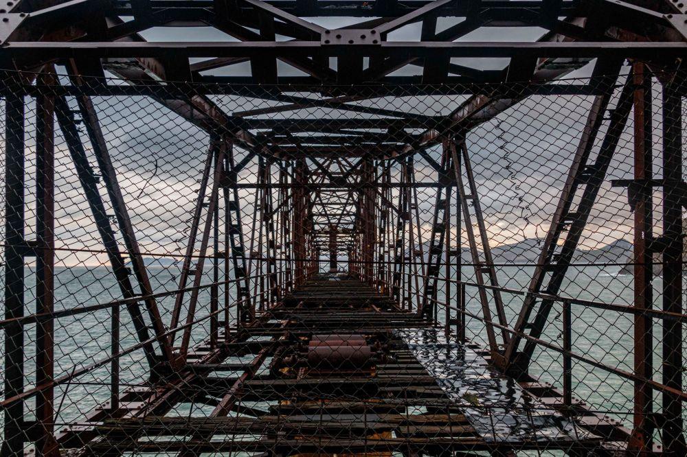 Снимок старого погрузочного дока руды в Мионье испанского фотографа Ondare Lagunak, победивший среди участников из Испании