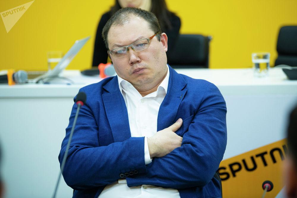 Кандидат юридических наук, доцент Тимур Иманкулов во время круглого стола в мультимедийном пресс-центре Sputnik Кыргызстан