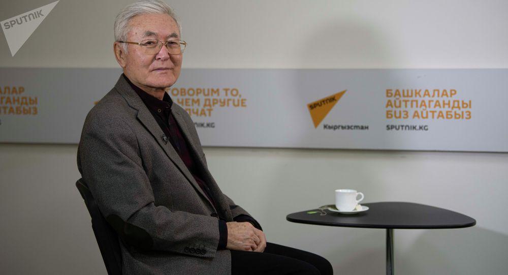 Народный артист КР, лауреат Государственной премии СССР, профессорМанасбекМусаев во время интервью корреспонденту Sputnik Кыргызстан