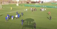 Футбольный матч между казахстанской командой Окжетпес и украинским клубом Верес был остановлен в первом тайме из-за массовой драки игроков.