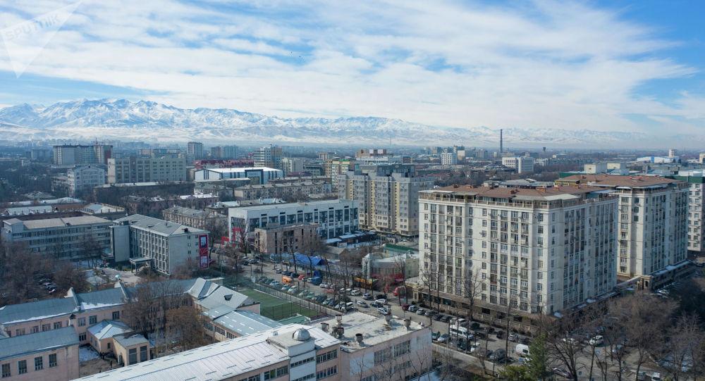 Вид на жилые дома на улице Турусбекова в Бишкеке