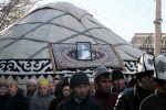 Похороны депутата Жогорку Кенеша Кыргызской Республики Улана Чолпонбаева. В них приняли участие депутаты Жогорку Кенеша во главе с Торага Дастанбеком Джумабековым. 13 ноября 2021