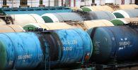 Темир жол вокзалында нефть продуктуларын цистерналары. Архив
