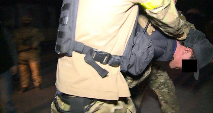 Маалыматка ылайык, Барчакеев УКМК тергеп жаткан иштин алкагында кылмышка байланыштуу иштеринин негизинде кечээ, 1-мартта, колго түшүрүлгөн