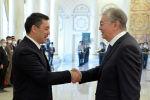 Президент Садыр Жапаров с президентом Казахстана Касым-Жомартом Токаевым. Архивное фото