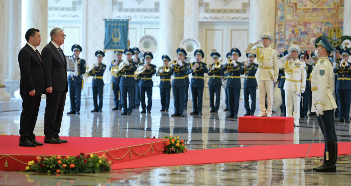 Казакстандын президенти Касым-Жомарт Токаев Садыр Жапаровду мамлекет башчысы кызматына шайланышы менен дагы бир жолу куттуктады