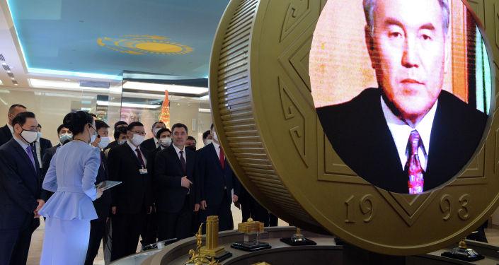 Президент Кыргызстана Садыр Жапаров в рамках государственного визита в Казахстан посетил музей первого президента РК Нурсултана Назарбаева в городе Нур-Султан