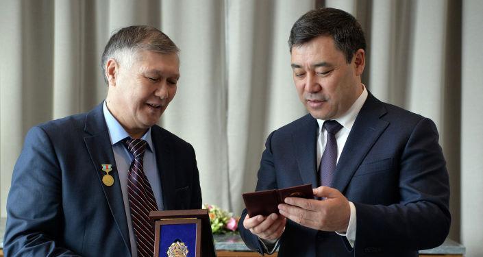 Президент КР Садыр Жапаров в рамках государственного визита в Казахстан встретился с единственным сказителем эпоса Манас в РК Баянгали Алимжановым