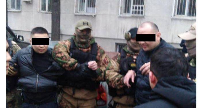 В Бишкеке задержаны двое оперативников Октябрьского РУВД