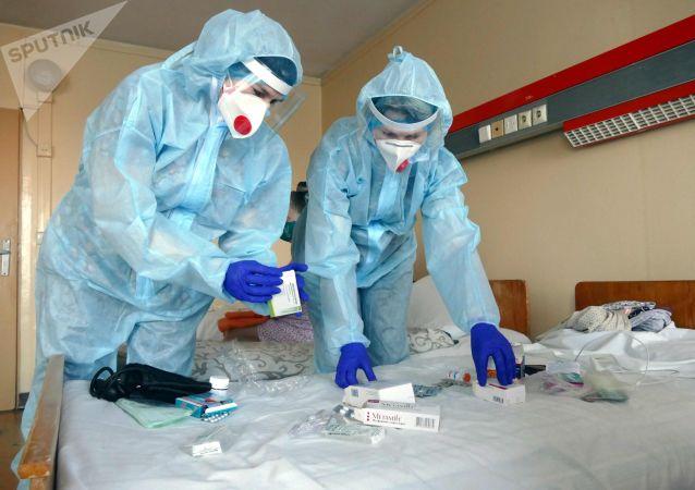 Медики госпиталя для больных коронавирусной инфекцией covid-19. Архивное фото
