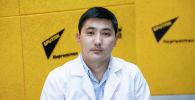 Улуттук госпиталдын урология бөлүмүнүн дарыгери, уролог Жаныбек Мырзабеков