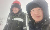 Жалал-Абад электр ишканасынын кызматкерлери Эсен Осмонов жана Дастан Зыпар уулу