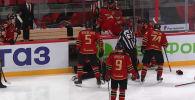 Линейному арбитру Юрию Иванову стало плохо во время второго матча стартового раунда плей-офф Континентальной хоккейной лиги (КХЛ).