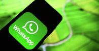 Приложение мессенджера WhatsApp на экране смартфона. Архивное фото