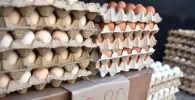 Продажа яиц в сельскохозяйственной ярмарке в Бишкеке. Архивное фото