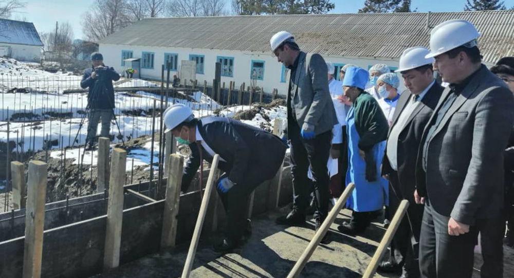 В Иссык-Кульской области прошла церемония закладки капсулы двух зданий — филиала тюпского Центра общеврачебной практики в селе Санташ