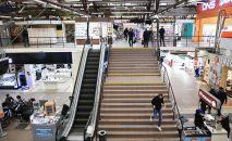 Эскалатор в торговом центре. Архивное фото
