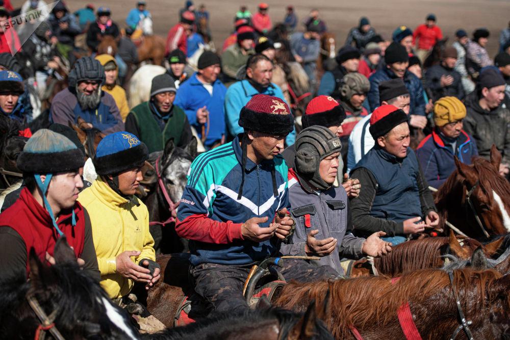 На игре также был замечен известный кыргызстанский игрок кок-бору Манас Ниязов