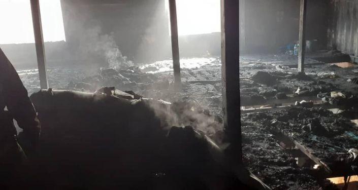 Кечээ 20:30дар чамасында жайгашкан Дордойдогу Алтын-Тоо базарындагы текстиль материалдарын саткан дүкөндөн өрт чыккан