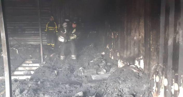 Пожар на рынке Алтын-Тоо полностью потушен, сообщили в пресс-службе МЧС. Там уточнили, что этот рынок не относится к Дордою.