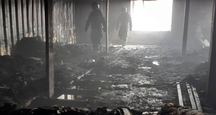 В министерстве напомнили, что огонь вспыхнул в магазине по продаже ткани на улице Кожевенной.
