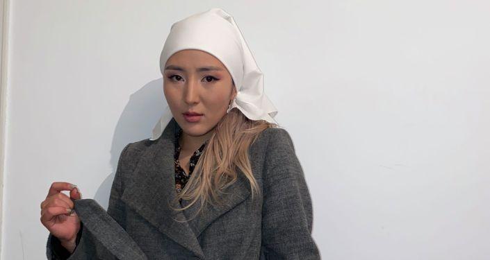 Рэп-исполнительница Тамга во время съемок фильма Ак Салкын