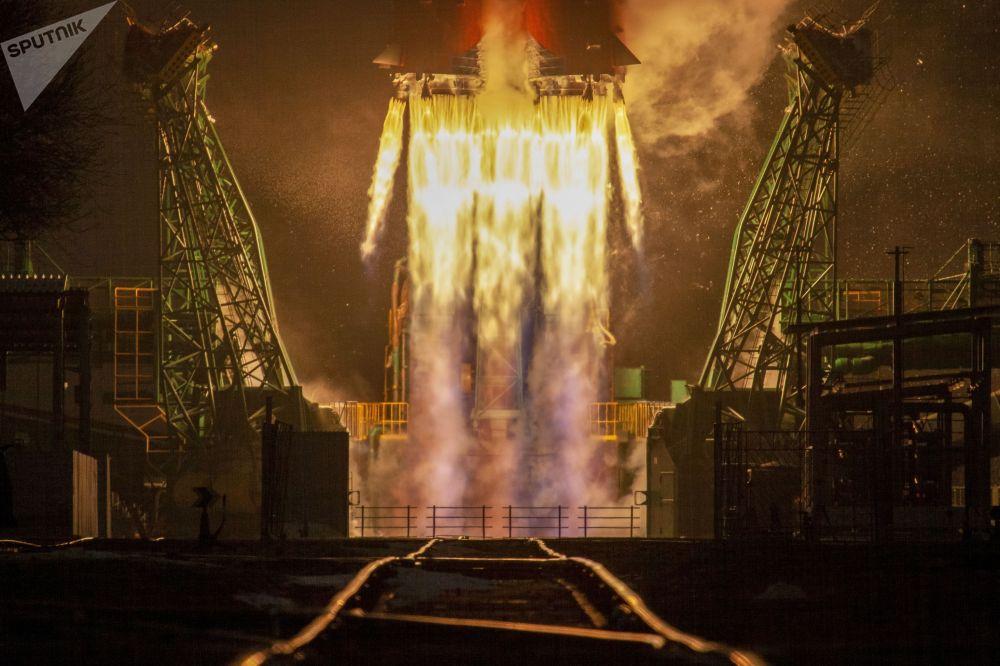 Казакстандагы Байконур космодромунан Союз-2.1б космос кемеси Арктика-М аппараты менен кошо асманга учурулду. Арктика-М бул Арктика чөлкөмүндөгү климатка жана айлана-чөйрөгө байкоо салуучу алгачкы россиялык космостук аппарат болуп саналат