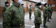 Призывники перед отправкой на службу. Архивное фото