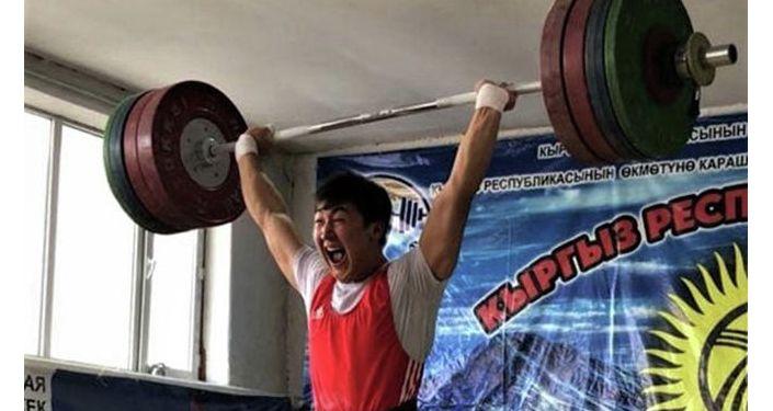 Бишкек шаарында оор атлетика боюнча өлкө чемпионаты жыйынтыкталып, жеңүүчүлөр аныкталды