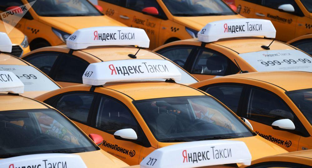 Автомобили Яндекс Такси. Архивное фото