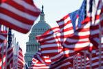 Флаги США перед зданием Капитолия в Вашингтоне. Архивное фото