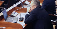 Представители средств массовой информации следили за процессом голосования на заседании ЖК и стали свидетелями нескольких нарушений.