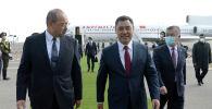 В международном аэропорту Ташкента Главу государства встретил Премьер-министр Узбекистана Абдулла Арипов