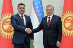 Президент Кыргызской Республики Садыр Жапаров и президент Республики Узбекистан Шавкат Мирзиёев во время церемонии официальной встречи в резиденции Куксарой города Ташкент. 11 марта 2021 года