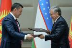 Президент Садыр Жапаров и президент Шавкат Мирзиёев во время подписания документов