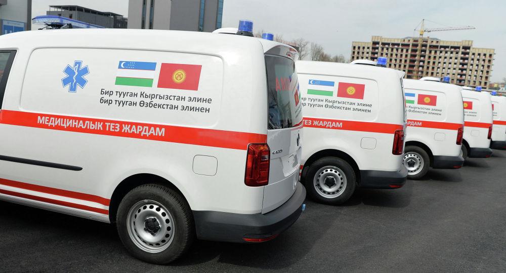 Өзбекстанда кыргыз тарапка 20 тез жардам унаасы белек катары берилди